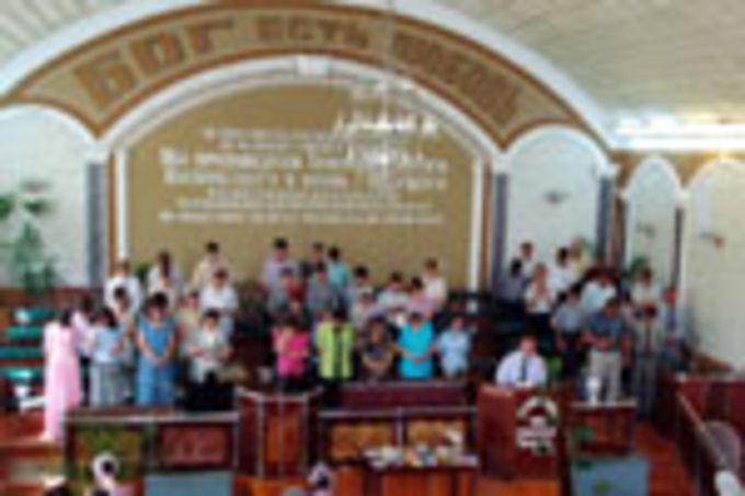 Церковь ЕХБ в Душанбе празднует 80-летие