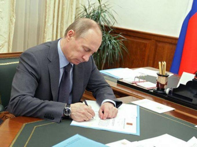 Путин подписал закон, упрощающий регистрацию религиозных организаций