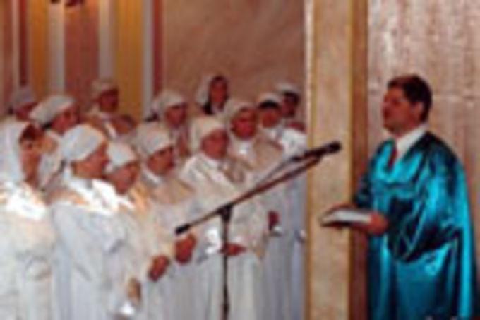 40 человек приняли крещение в Москве