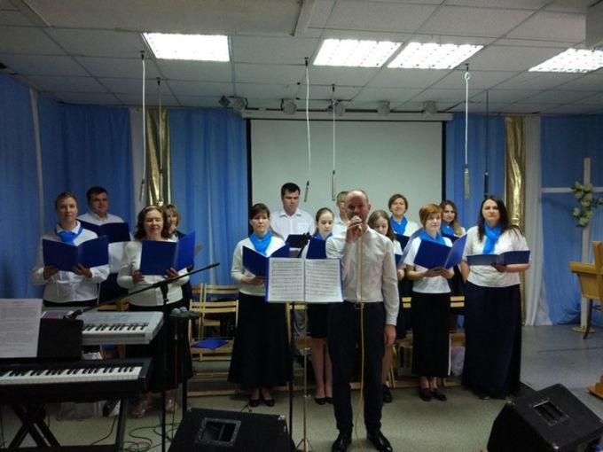 Праздник Троицы в московской церкви ЕХБ «Благая Весть»