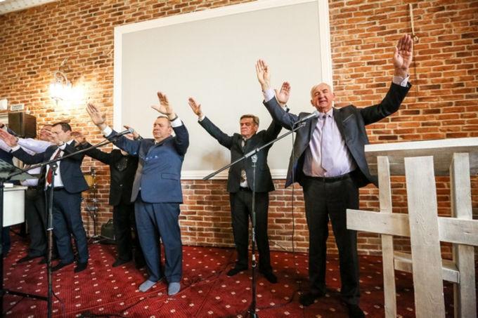 Первое богослужения в восстановленном Доме Молитвы в г. Грозном