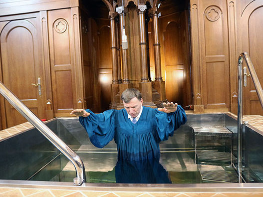 Фоторепортаж о крещении в Московской центральной церкви ЕХБ